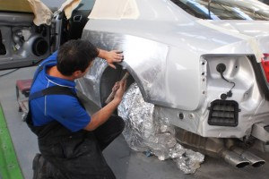 mechanic-examining-under-hood-of-car-at-the-repair-garage-m-600x450